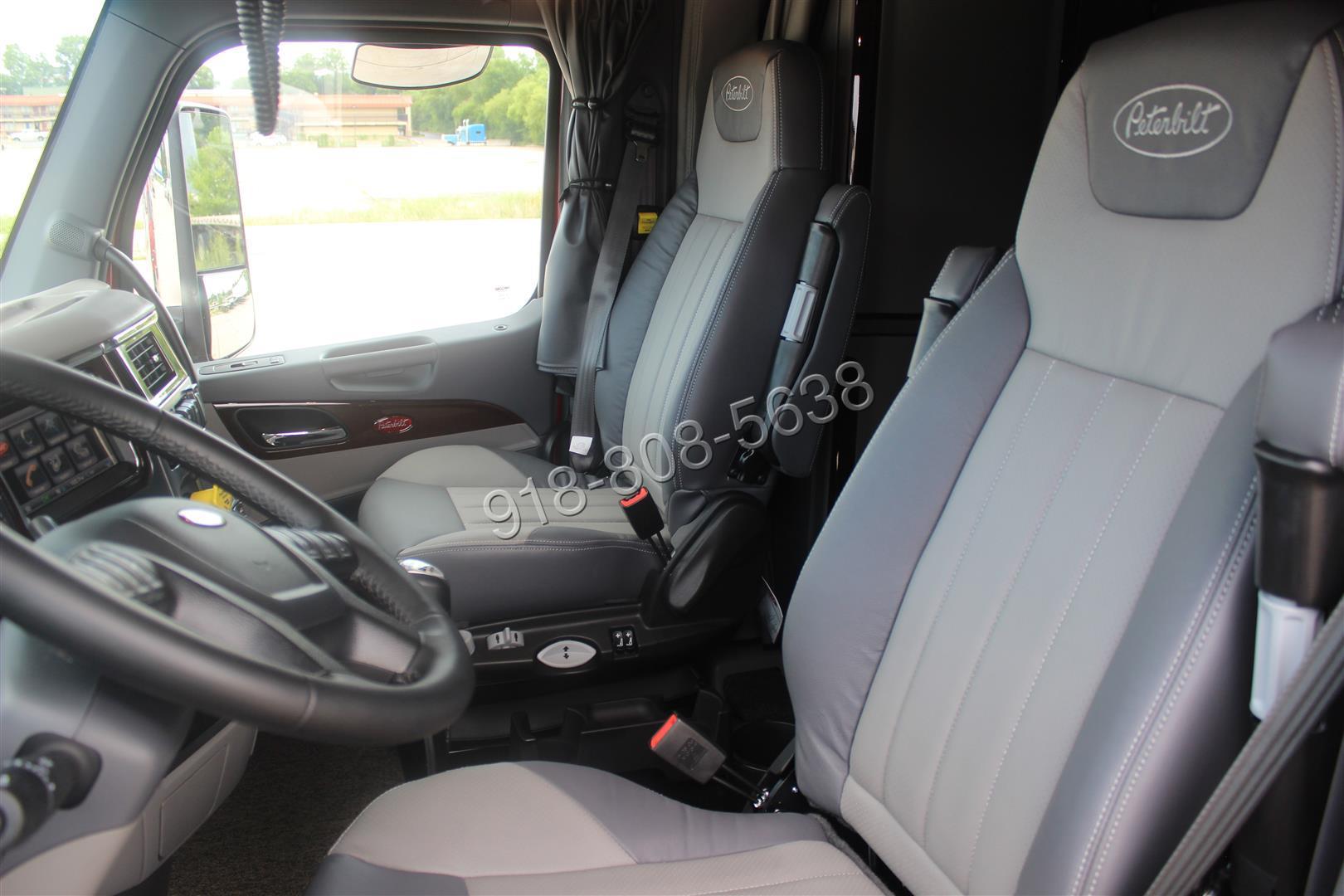 ... 579 Peterbilt Platinum Interior All The Options VIDEO 550hp. TD011901